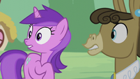Matilda and Amethyst Star looking toward the fight S5E9