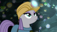 Maud Pie looking up at the cave ceiling S7E4