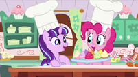 Pinkie shows Starlight a tray of cupcakes S5E26