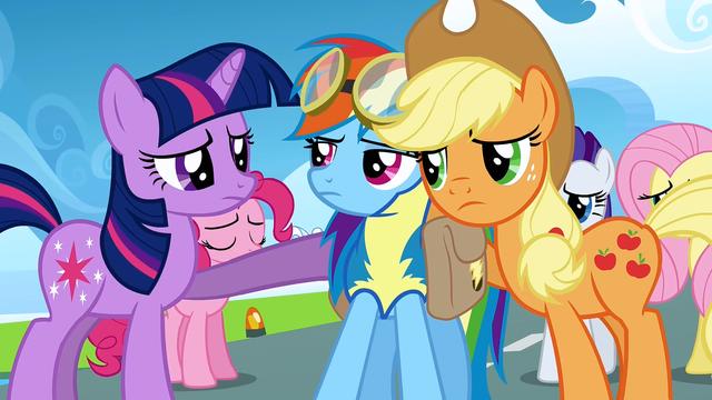 File:Applejack and Twilight Sparkle console Rainbow Dash S3E7.png