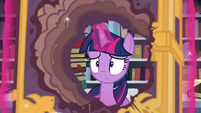 Twilight looking worried S6E2