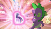 Spike shields his eyes S03E13