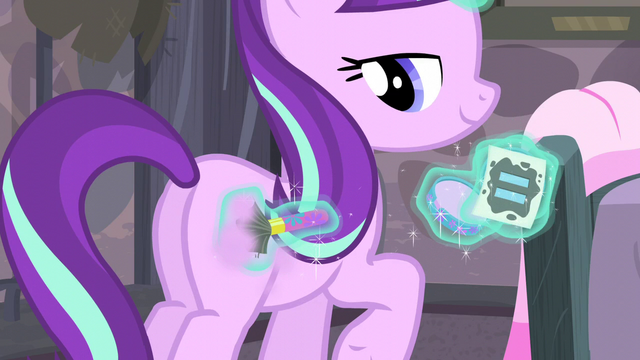 File:Starlight powders pink on her flank S5E02.png
