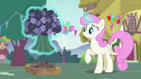 Twinkleshine picking a group of flowers S7E15