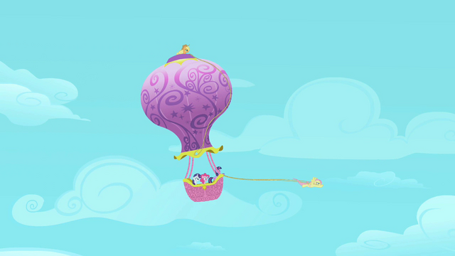 File:Fluttershy flying the balloon S2E02.png