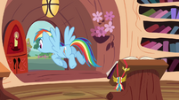 Rainbow joins her friends outside S4E10