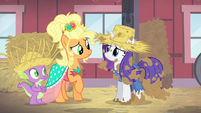 Rarity apologizing to Applejack S4E13