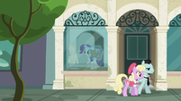 Rarity enters the window display room S6E9