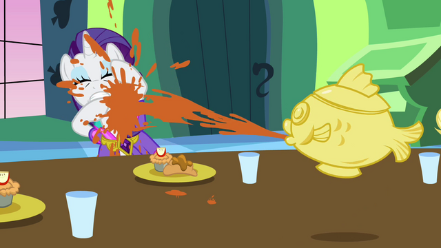File:Rarity sprayed with soup S03E10.png