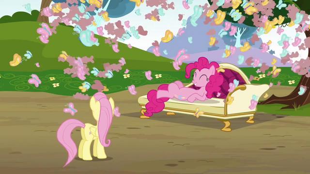 File:Fluttershy 'Feeling better, Pinkie' S3E3.png