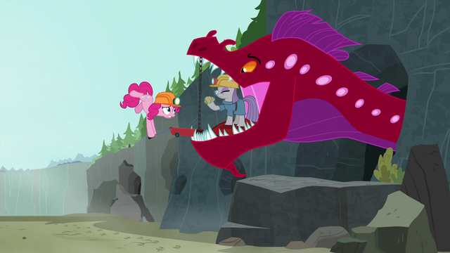 File:Pinkie prying the quarray eel's mouth open S7E4.png