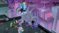 Power Ponies flinching from pretzel cart S4E06.png