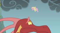 Dragon cowering in fear S1E07