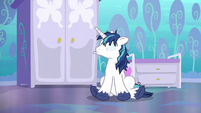Shining Armor reduced to a heap of nerves S6E1