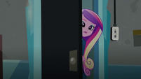 Cadance peering behind the door EG3