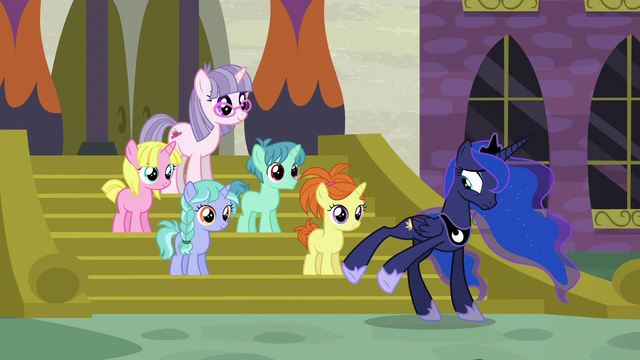 File:Princess Luna moving a little to the side S7E10.png