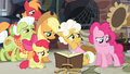 The Apples and Goldie sees Pinkie disappointed S4E09.png
