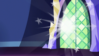Discord poofing out of the throne room S6E17