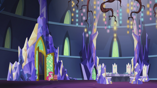 File:Pinkie Pie enters the throne room S5E25.png