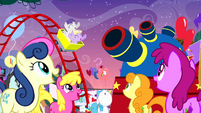 Ponies looking at cannon S4E12