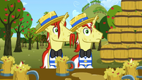 Flim and Flam face full of cider S02E15