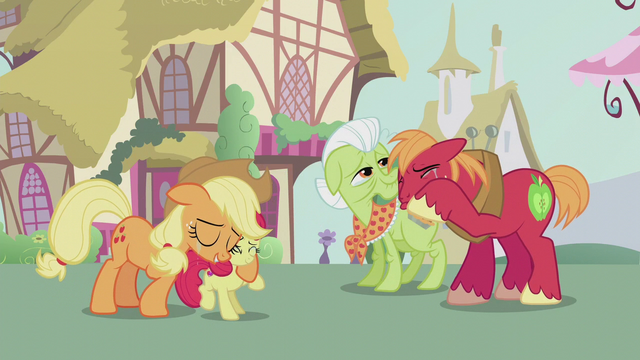 File:Apple family proud of Apple Bloom S5E18.png