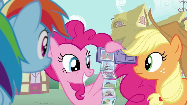 File:Pinkie Pie pulls out wallet of photos S6E11.png