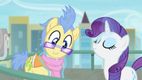 Rarity fastening the scarf S4E8
