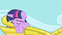 Twilight hangs her head S1E01
