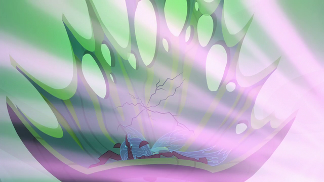 File:Queen Chrysalis' throne starts to crack S6E26.png