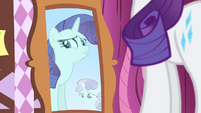 Sweetie's reflection appear on the mirror S4E19