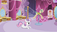 Sweetie Belle looking at something S2E05