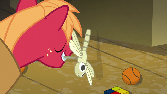 File:Big Mac takes the dragonfly toy S5E17.png