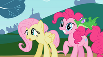 Gummy sucking Pinkie Pie ear S2E07
