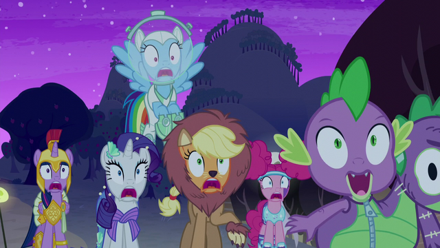 File:Main cast spooked by Granny Smith S5E21.png