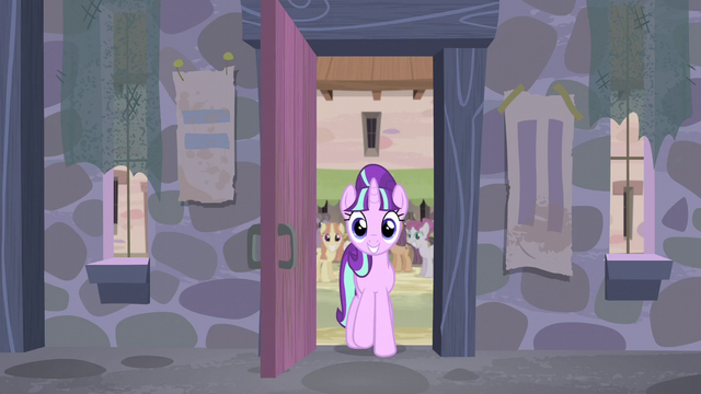 File:Starlight enters the house S5E02.png