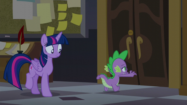 File:Spike races to the tower doors S5E10.png