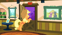 Applejack planning the reunion to herself S3E8