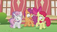 Crusaders looking at their cutie marks S5E18