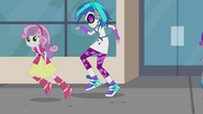 Sweetie Belle passing by DJ Pon-3 EG2