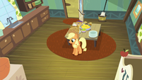 Applejack alone in the kitchen S5E4
