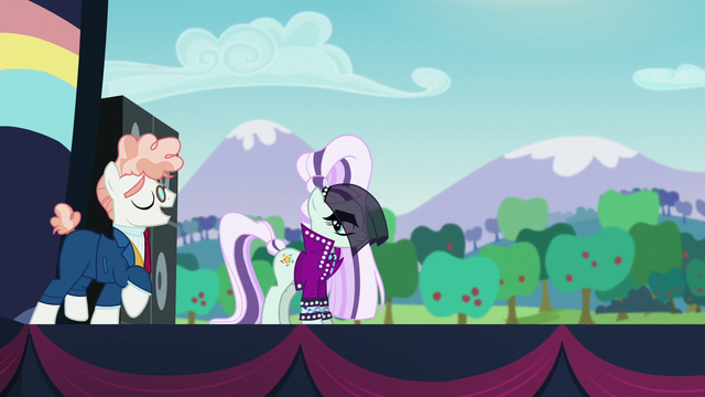 File:Svengallop returns to Countess Coloratura on stage S5E24.png