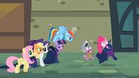Spike & Pinkie scared S2E8