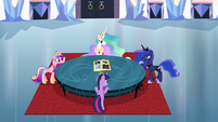 Twilight and princesses around a table S4E25