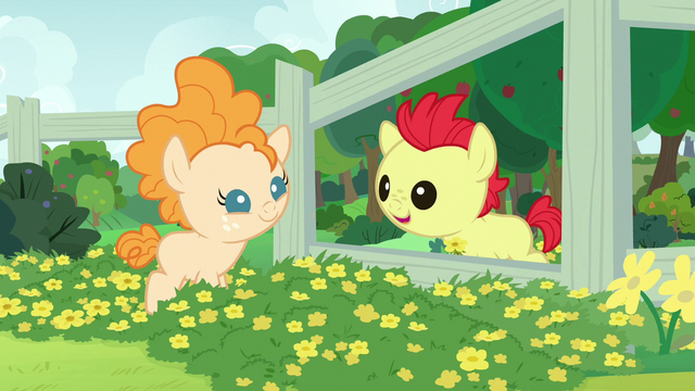 File:Young Bright Mac talking to Pear Butter S7E13.png