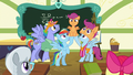 Rainbow and parents chanting Scootaloo's name S7E7.png
