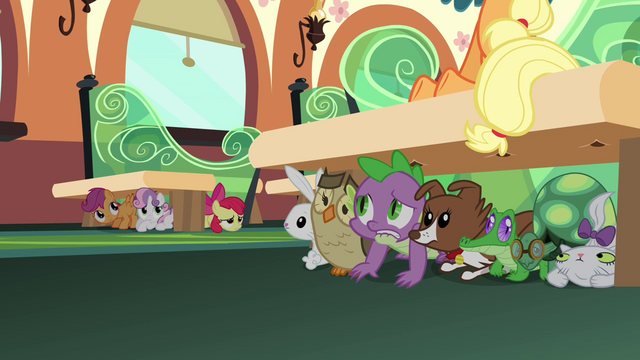 File:Spike, CMC, and the pets hiding S03E12.png