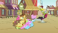 Discord reels in Earth ponies S4E25.png