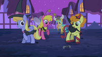 Ponies scared by the toy spider S2E04