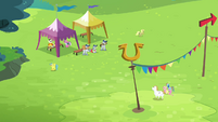 Rainbow, Fluttershy and Bulk walking together S4E10